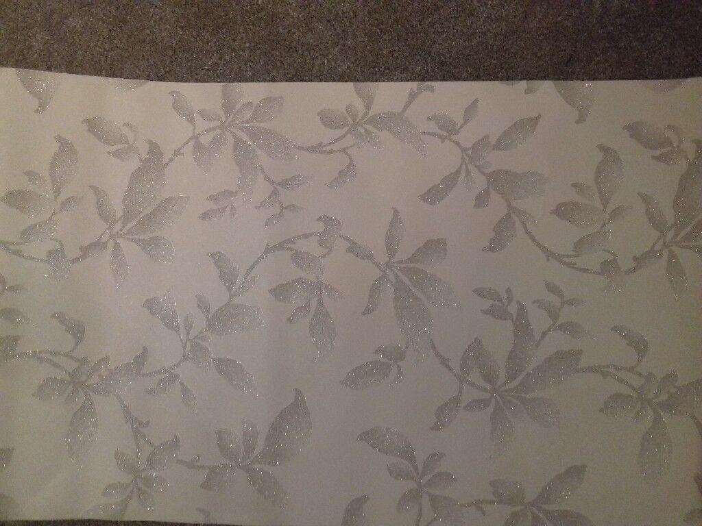 Silver/white wallpaper