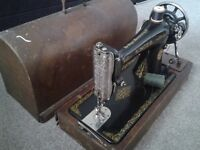 Vintage antique singer sewing machine in excellent cond for age ideal display.