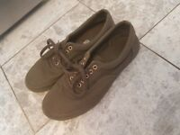 MENS SHOES VANS FOR SALE ! EXCELLENT CONDITION ONLY WORN A FEW TIMES !! KHAKI GREEN SIZE 10 UK MENS