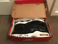 NIKE Tn Air, Black and White, Men's Size 8