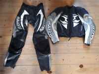 Hein gericke 2 piece race tec leathers , jacket 42 chest, trousers 32 waist . Good condition
