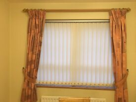 Curtains pole with curtains