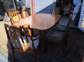 Retro Dining table and 6 chairs.