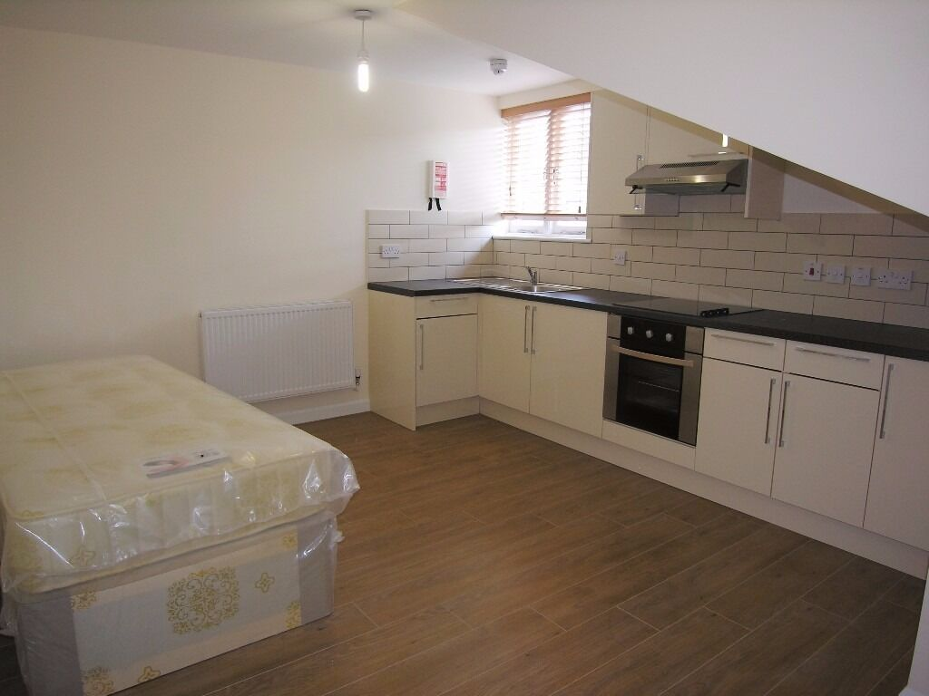 AVAILABLE NOW***SPACIOUS STUDIO FLAT**CAMDEN ROAD!!!