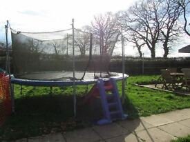 14 ft trampoline with enclosure / netting