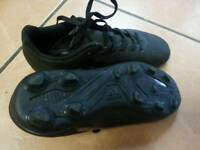 BOYS BLACK ADIDAS SIZE 3 AND A HALF FOOTBALL BOOTS