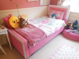 Princess Little Girl's bed and mattress. Pink. Diamonds