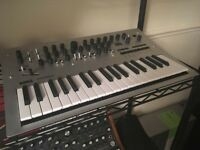 Korg Minilogue Analog Synthesizer Keyboard mint condition w/box and power cable