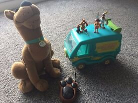 Hide & Seek Scooby Doo & Mystery Machinewith 2 Scooby doo figures and 1 Velma