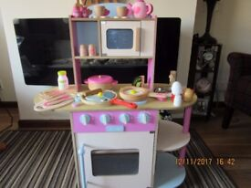 Wooden Toy Cooker with Accessories