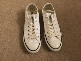 All star low leather converse size 6