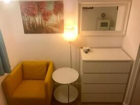 Stylish Room In Hackney (Zone 2), Only 2 Mins Walk To Station!