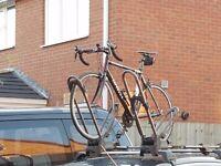 Nr New Universal Roof Rack Bars + 2 Bike Carrier for 4 door gutterless clamp on lockable with keys