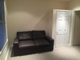 Studio flat 3 mins from Oracle inc all bills!