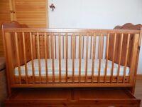 babies pine cot/bed