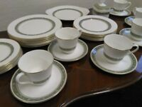 ROYAL DOULTON Rondelay Fine Bone China. 32 PIECE Tea and Dinner Set H 5004 - PERFECT CONDITION