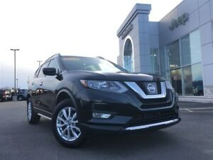 2017 Nissan Rogue SV AWD MOONROOF, BACKUP CAM $77* WEEKLY