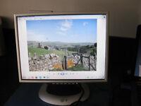 "15"" colour flat screen computer monitor"
