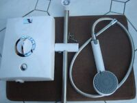 """AQUALISA QUARTZ ELECTRIC SHOWER """" AS NEW COST £235 """" 9.5KW SEE DESCRIPTION WHITE AND CHROME"""