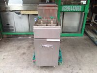 GAS FRYER CATERING COMMERCIAL CAFE KEBAB CHICKEN RESTAURANT FAST FOOD TAKE AWAY FAST FOOD BAR