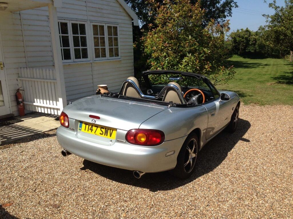 mazda mx5 mk2 1 8 excellent condition silver with heated. Black Bedroom Furniture Sets. Home Design Ideas