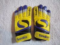 Boys Sondico Match Football Goalie Gloves Size 4 IP1