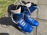 DC Park Snowboard boots. £35. Size M9 wear like an UK8. Used but a lot of wear left.