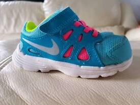 Nike girls infant size 6.5 trainers
