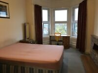 Two large double rooms with living room near city centre and Edinburgh University (FREE council tax)