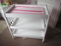 Mama's & Papas White Baby Changing Changer Table H86*W92*D52 £40