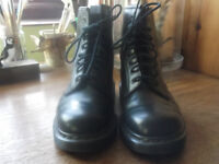 WOMENS NAVY BLUE LEATHER DOC MARTEN BOOTS SIZE 7