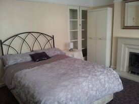 A VERY LARGE, BRIGHT ROOM AVAILABLE NEAR CASTLEPOINT
