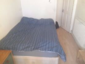 SINGLE ROOM DOUBLE BED 120 PW IN ROEHAMPTON AVAILABLE NOW!!!