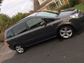 Immaculate 2014 Zafira, FSH and £2,500 Extras