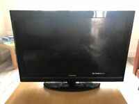 Toshiba 32 inch LCD tv with freeview built in