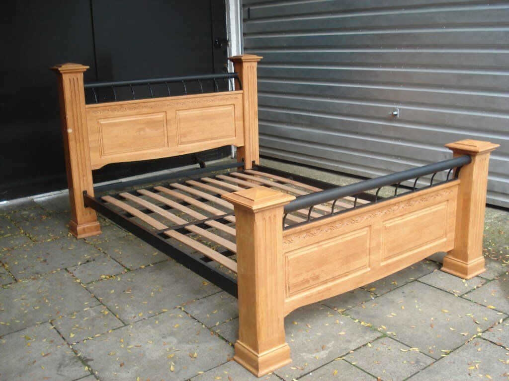 Rolo 5 Ft King Size Wooden Chunky Posts Bed In Slough