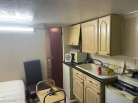 Spacious Studio to rent in Southall UB1