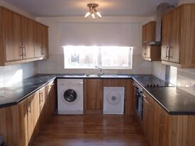 JESMOND VALE. SUPERB 4-BED APARTMENT FOR STUDENTS/PROFESSIONALS. AVAILABLE 3RD SEPTEMBER 2017
