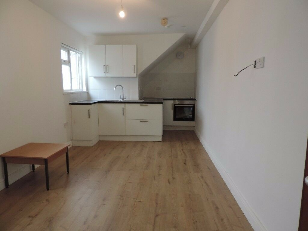 Marlborough Road, Roath . Newly Refurbished Top floor 2 Bedroom Flat.
