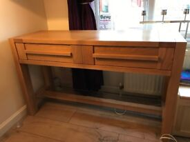 Console table in good condition