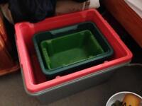 4 plastic containers