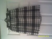 Black and white short skirt for sale size 12 never been worn excellent condition