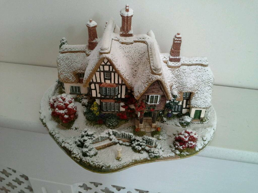 Lilliput Lane Country Living in Winter L2438