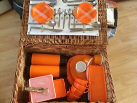 RETRO WILLOW PICNIC BASKET WITH LOTS OF VINTAGE ACCESSORIES IDEAL CAMPERVAN ETC