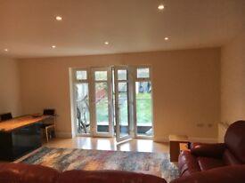 Beautifully presented two bedroom flat , en-suit . 500 a week