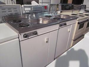 Ilot- Petit lavabo, cuisinière et lavabo-Livré: essence seulement