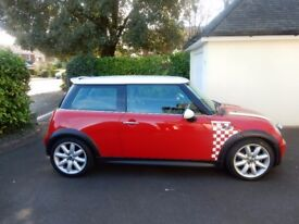 mini hatchback 1.6 cooper s red 2003 excellent condition.