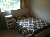 Beautiful large double bedroom with ensuite in Student house Beeston home-Bills included