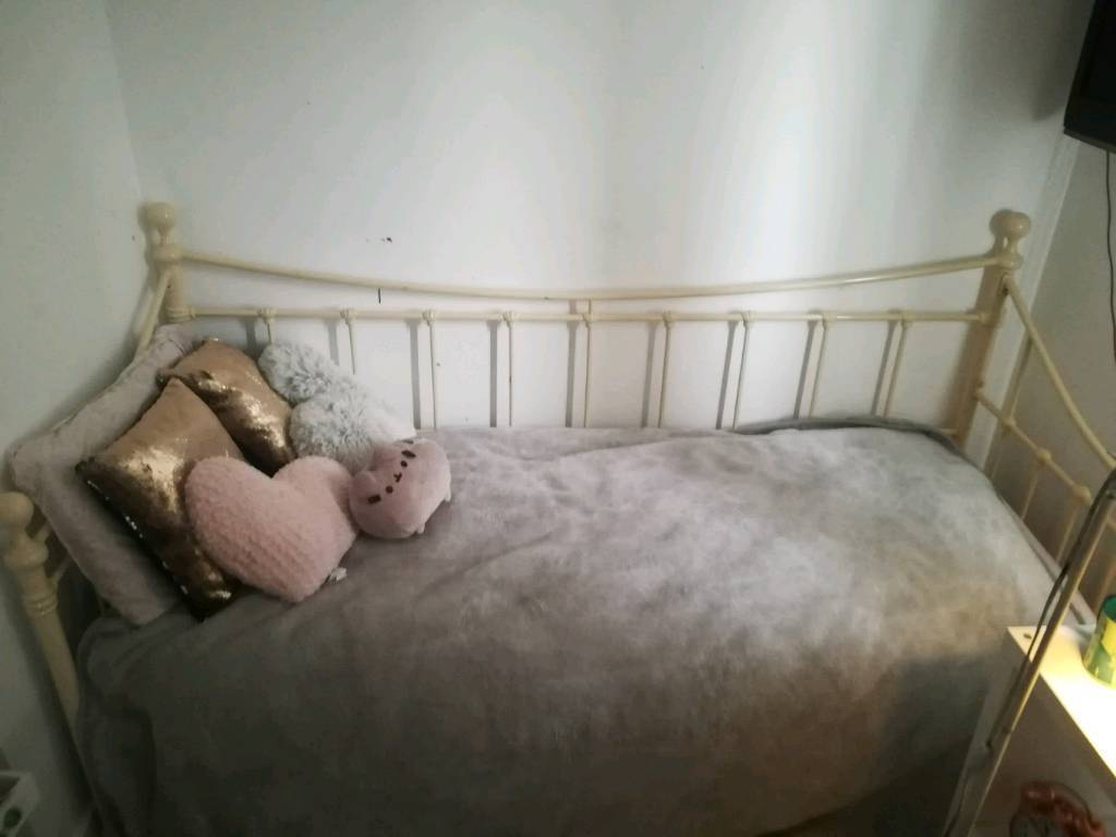 Lovely metal day bed cream with mattress