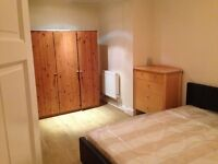 BRIGTH TRIPLE ROOM TO LET IN NEW CROSS WITH GOOD TRANSPORT LINK